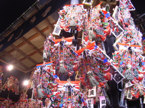 今日は、一の酉。大鳥神社各社の門前には、祝熊手の酉の市が立ちますよ!/11/10=旧 閏9/18・乙酉
