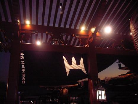 日没後の浅草寺