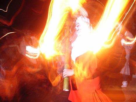 正月18日「初観音」の浅草寺には、日がとっぷりと暮れた後、松明もった鬼が出ますっ!/11/18=旧11/28・甲午