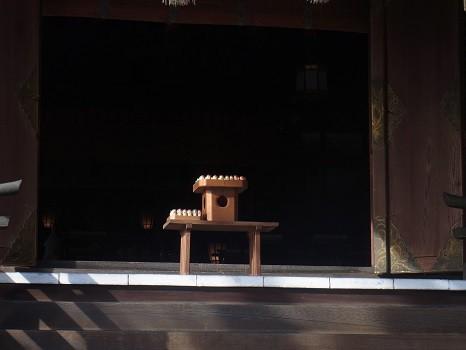 拝殿の木鷽さん