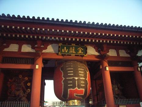今日は、初観音。浅草寺の境内には、夕刻、怖い鬼👹が出ます。それを、みんなで追いかけるんですけどね😊。/旧暦12/13・乙卯