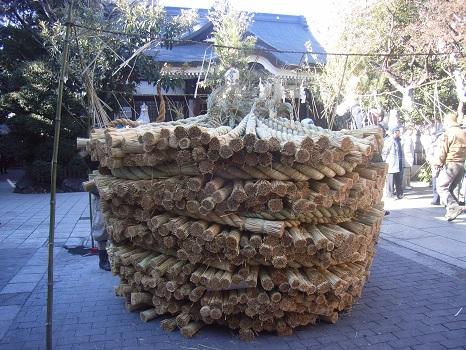 ああ、とうとう今日で松の内は終わり!どんと祭にて、お正月飾りとともに、年神さまをお送りし、さあ、ケの日々に!/1/8=旧12/11・乙未
