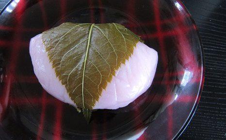 東京では桜開花宣言があったことだし、さっそく桜餅?そう、今年は、福島土産バージョンから。/3/24=旧2/27・庚戌