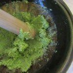 枝豆って、さすが秋の季語だよ!悪天候で一瞬消えて、やっと売られはじめてたので、たくさん買って擂ってます。すり鉢で…。/辛巳