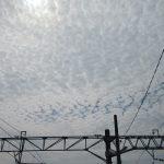 七十二候は「鴻雁来」に。となれば空を見上げて、むなしい雁探し。そしたら表情豊かな秋の雲。/旧暦8/20・己巳
