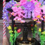 今日は、お釈迦様の誕生を祝う「灌仏会」。釈迦像を配した「花御堂」も華やかに、甘茶注いでお祝い…のはずですが、今年はココロの中でお祝いしますね。/旧暦3/16・辛巳