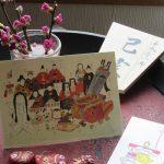 今日は「上巳の節句」。桃花を飾って雛人形(ポストカードだが)を愛でて、ささやかに健やかな日々を祝いたく🌺。/旧暦1/27・己亥