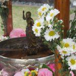 今日は「灌仏会」。東京の仏教寺院では、お釈迦様の誕生祝って「花御堂」に「甘茶」に…桜までこの日を待ってたかのような春爛漫。/旧暦3/4・乙亥