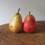 季節の狭間の部屋を彩るモノは、花より果物…と決めて、梨・梨⇒梨・葡萄。花にも並ぶ存在感ありっ(*'▽')/旧暦9/14・壬午