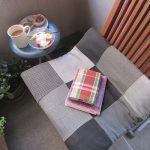 我がベランダのカフェ「猫の額」で本日も読書。なんか自粛の日々も楽しくなってきた。…少しだけど。/旧暦4/29・甲子