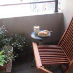 ベランダに作った読書スペース、今日も此処でランチして本読んでます(*'▽')。/旧暦4/24・己未