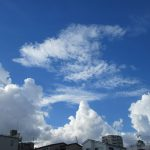 見上げれば、暦が秋めく頃に夏の雲!もしや今年初めて見た積乱雲かも(*'▽')。/旧暦7/25・戊午