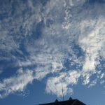 七十二候は「虹蔵不見」に。東京暮らしの空には、あまり虹は出なかった今年。今頃、雲の表情が楽しくなりました(*'▽')。/旧暦10/10・辛未