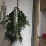 今年も「松迎え」で求めた「松」代わりの「檜」使って「正月飾り」。本日我が家の玄関に飾り、年神様にはこちらを依り代にお出で頂きたく(*'▽')。/旧暦11/14・乙巳