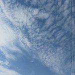 梅雨入り近し。日々は曇り続きで、時々、晴れ。もう快晴の日はありませんが、見上げれば雲の様子が面白く。そして、えっ!気温30度超え(◎_◎;)!!/旧暦4/29・戊子